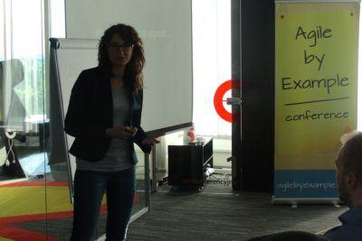 Agata podczas prezentacji o wykorzystaniu MVP w praktyce